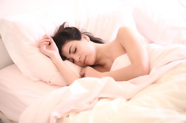 שינה עוזרת לדיאטה